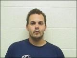 امریکی مجرم جوزے سِمنس جس نے اپنی تصویر پر 15 ہزار لائیکس کے بعد گرفتاری پیش کردی ہے۔ فوٹو: اینفیلڈ پولیس ڈپارٹمنٹ