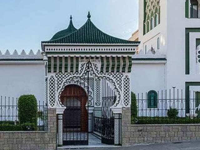 تمام نمازی محفوظ رہے البتہ مسجد کی عمارت کو نقصان پہنچا۔ فوٹو : فائل