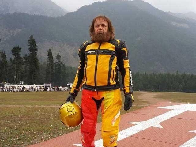 حکومت مجھے سپورٹ کرے تو سڑکوں پر ہونے والے حادثات روک سکتا ہوں، سلطان گولڈن ۔ فوٹو: شوشل میڈیا