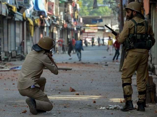 اننت ناگ میں بھارتی فوج نے جعلی آپریشن کرتے ہوئے فائرنگ کرکے ایک کشمیری نوجوان کو شہید کیا فوٹو:فائل