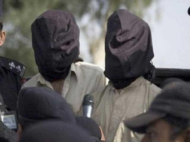 تیموریہ پولیس نے واردات میں ملوث اہلکاروں کے 2 ساتھیوں کوپکڑلیا۔ فوٹو: فائل