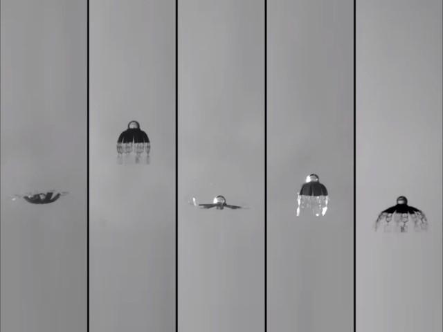 اس تصویر میں جیلی فش روبوٹ کو پانچ مختلف انداز میں تیرتےہوئے دیکھا جاسکتا ہے۔ فوٹو: بشکریہ میکس پلانک انسٹی ٹیوٹ