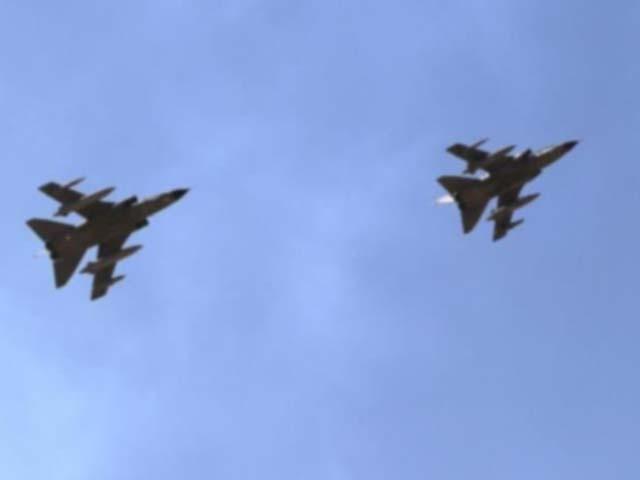 قطر فضائیہ کے دو طیارے تربیتی پرواز کے درمیان ایک دوسرے سے ٹکرا کر تباہ ہوگئے۔ فوٹو : فائل