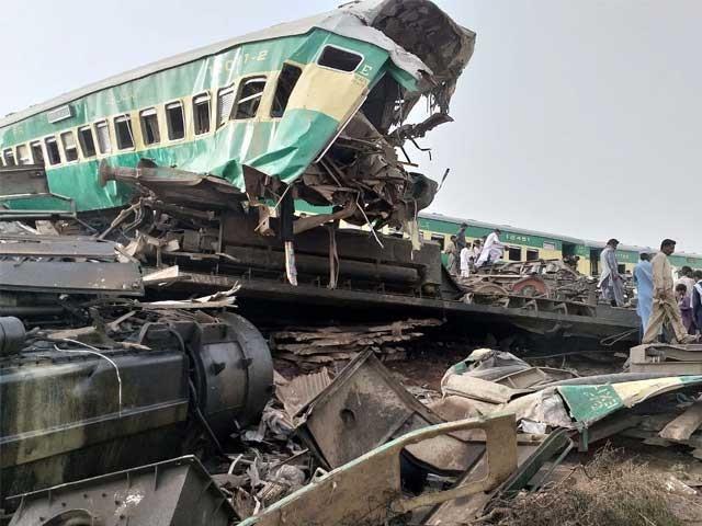 وزیر اعظم عمران خان اور شیخ رشید نے ٹرین حادثے پر گہرے دکھ اور افسوس کا اظہارکیا ہے فوٹو :  پی پی آئی