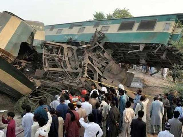 https://c.express.pk/2019/07/1738592-train-1562817577-748-640x480.jpg