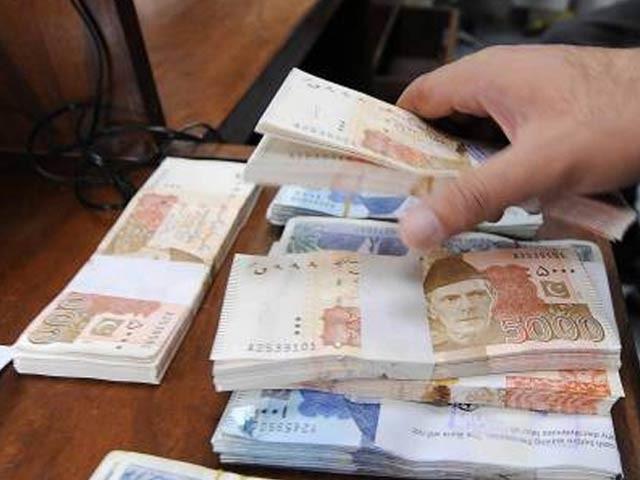درخواست فارم نیشنل بینک، بینک آف پنجاب اور بینک آف خیبر کی شاخوں اور ویب سائٹس سے حاصل کیے جاسکتے ہیں . فوٹو : فائل