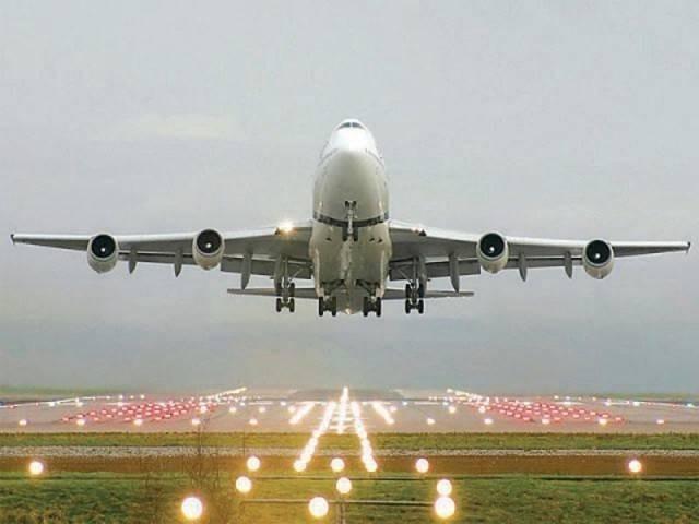 ہم نے بھارت سے ایئر بیس کلیئر کرنے اور جہاز ہٹانے کا کہا ہے، ڈی جی سی اے اے ۔ فوٹو:فائل