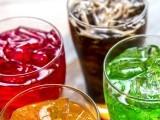 فرانس کے ماہرین نے ایک لاکھ سے زائد افراد پر سروے کے بعد کہا ہے کہ شکروالے مشروبات اور خالص جوس بھی کینسر کی وجہ بن سکتے ہیں۔ فوٹو: فائل