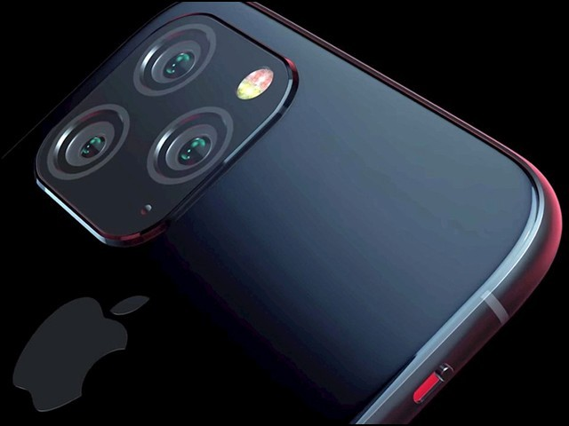 تین عقبی کیمروں کے ساتھ ساتھ آئی فون 11 میں وائرلیس چارجنگ کی صلاحیت بھی بہتر ہوگی۔ (فوٹو: فائل)