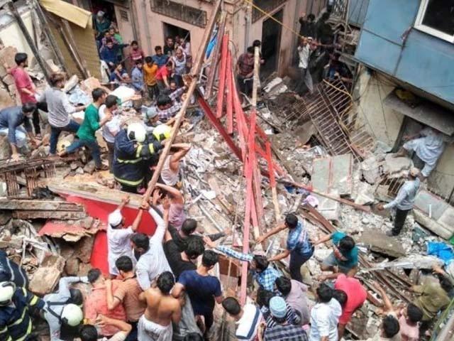 زمین بوس ہونے والی عمارت 80 سال پرانی ہے۔ میونسپل کمیٹی فوٹو : بھارتی میڈیا