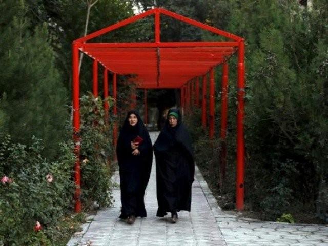 طالبان کو غزنی کے نجی ریڈیو اسٹیشن میں 3 خاتون میزبانوں پر اعتراض تھا۔ فوٹو : رائٹرز