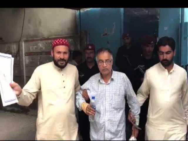 عدالت نے ملزم میاں طارق محمود کو دو روزہ جسمانی ریمانڈ پر ایف آئی اے کے حوالے کردیا۔ فوٹو:اسکرین گریب