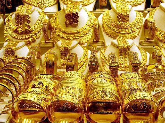 عالمی مارکیٹ میں فی اونس سونے کی قیمت13 ڈالر کی کمی سے1403ڈالرہوگئی۔(فوٹو: فائل)