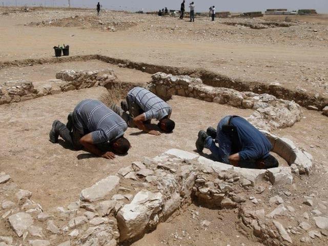 اسرائیل میں عہدِ اسلام کے بالکل بعد میں قائم کی گئی مسجد دریافت ہوئی ہے جو 1200 سال قدیم ہے (فوٹو: اسرائیلی محکمہ آثار)