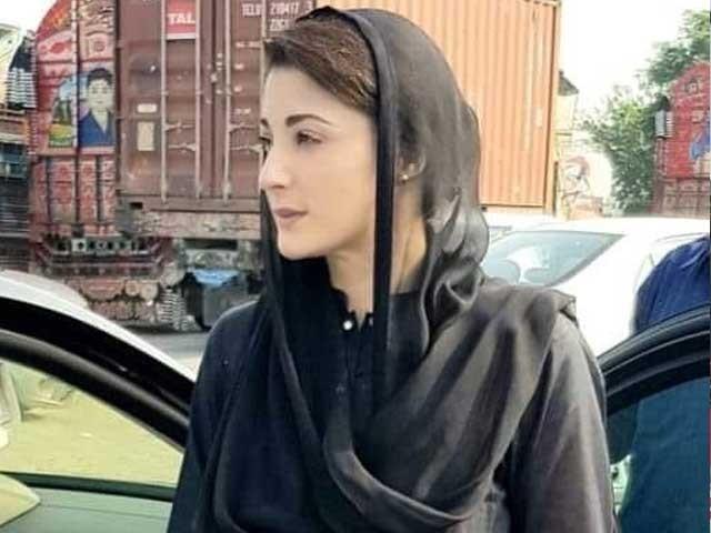 مریم نواز کے لباس پر نواز شریف کی رہائی کے الفاظ درج تھے۔ فوٹو:ٹوئٹر