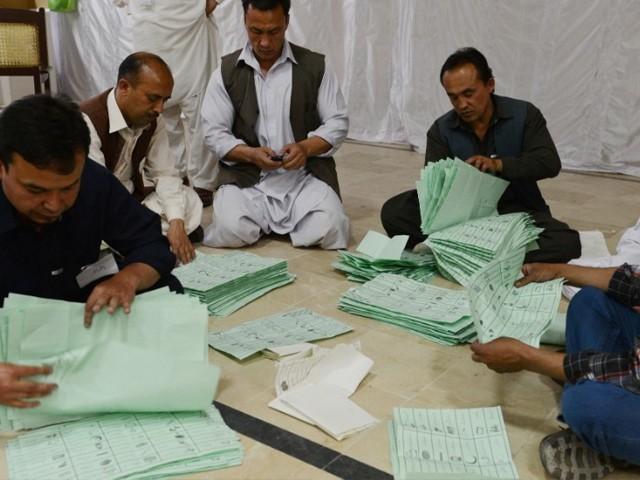 الیکشن پرامن انداز میں ہوئے تاہم چند ناخوشگوار واقعات کی اطلاعات بھی سامنے آئیں۔ فوٹو:ٖفائل