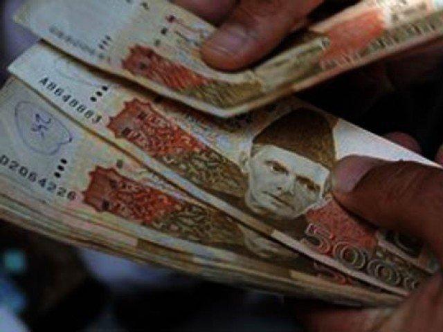 310 ارب روپے کا ہدف پورا کرنے کیلیے 10 روز میں129 ارب روپے ٹیکس وصول کرنا ہوگا۔ فوٹو : فائل