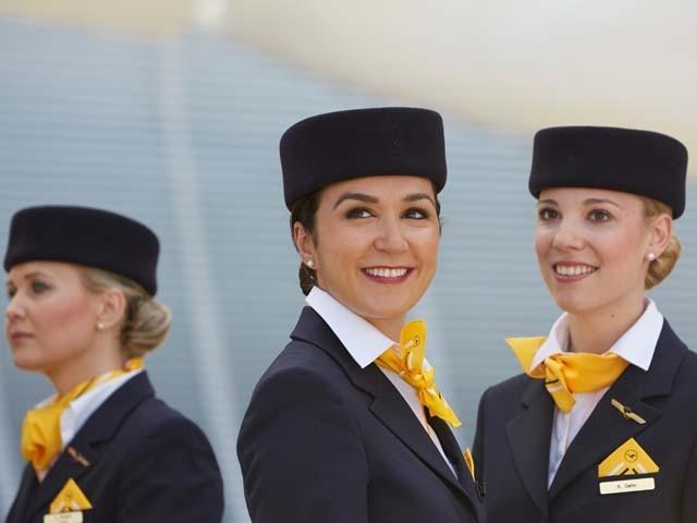 65 سالہ شخص نے ایئرپوسٹس کو ڈنر کی پیشکش کی تھی (فوٹو : فائل)