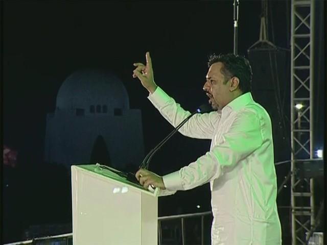 پاک سرزمین پارٹی کے سربراہ کراچی باغ جناح میں جلسہ عام سے خطاب کرتے ہوئے (فوٹو: ایکسپریس)