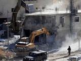 اسرائیلی فوج سرحدی دیوار کے نزدیک ایک سے زائد منزلہ عمارتوں کو گرایا جا رہا ہے۔ فوٹو : فائل