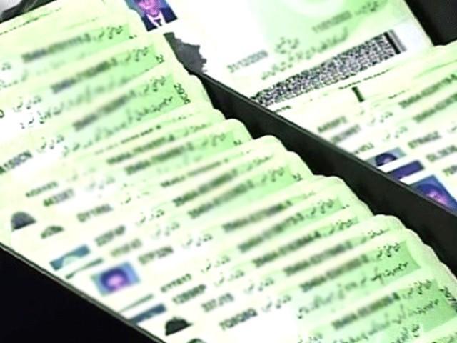 اب تک چند ٹرانزیکشنز کیلئے شناختی کارڈ لازمی قرار دیا گیا ہے، ایف بی آر :فوٹو:فائل