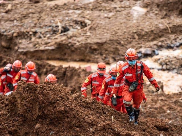 چین کے جنوب مغربی دیہات میں لینڈ سلائینڈنگ سے کم از کم 30 افراد ہلاک اور ایک درجن سے زائد لاپتہ ہوگئے ہیں۔ فوٹو: اے ایف پی