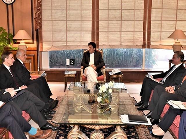 وزیراعظم عمران خان سےامریکی نمائندہ خصوصی زلمےخلیل زادنے ملاقات کی ، فوٹو: فائل