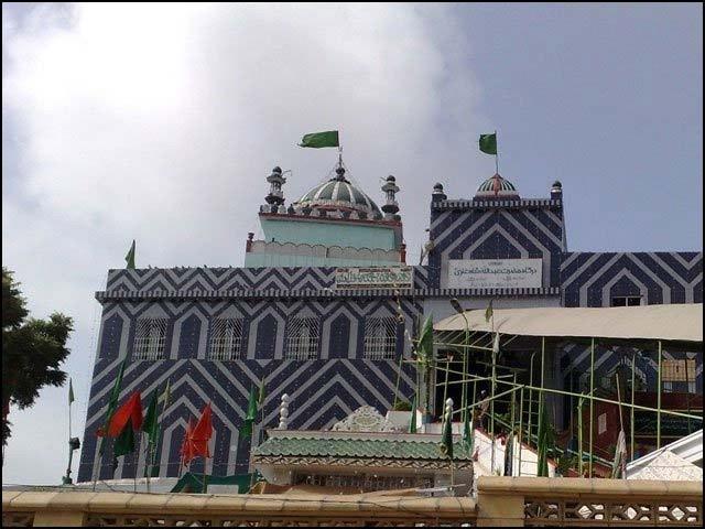 کراچی میں قائم عبداللہ شاہ غازیؒ کا مزار 1290 سال قدیم ہے۔ (فوٹو: انٹرنیٹ)