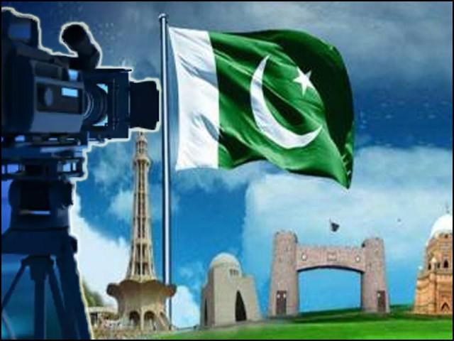 نئے پاکستان میں میڈیا پر اپوزیشن کی پشت پناہی کا الزام لگایا جارہا ہے۔ (فوٹو: فائل)