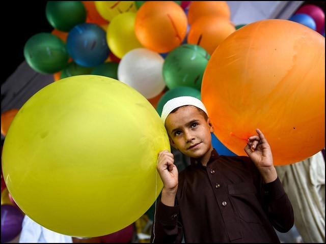 وقت کی بدلتی رفتار نے عید کے رنگوں پر بہت اثر ڈالا ہے۔ (فوٹو: انٹرنیٹ)