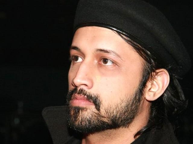 کشمیر میں ہونے والے تشدداور معصوم کشمیریوں پر ہونے والے ظلم کی پُرزور مذمت کرتا ہوں، عاطف اسلم فوٹوفائل