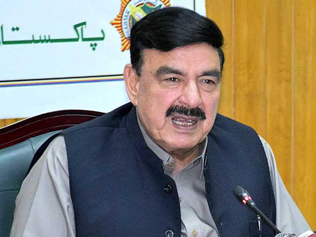 فواد چوہدری نے ٹارزن بننے کی کوشش کی ہے، وزیر ریلوے  فوٹو: فائل