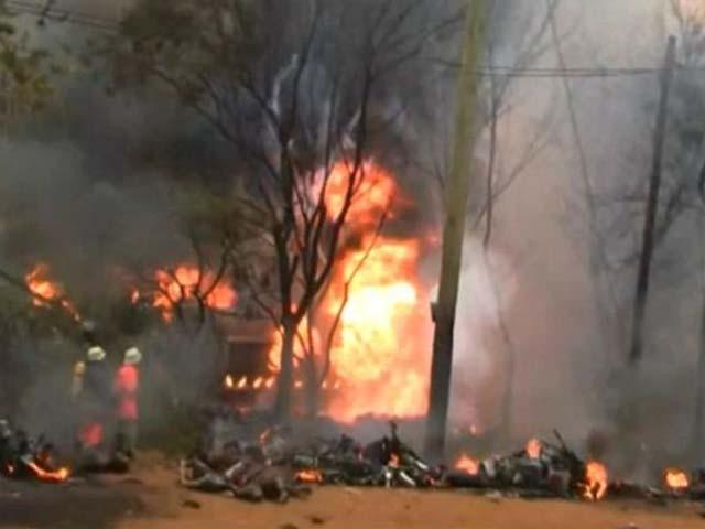 ہلاک ہونے والوں میں آئل ٹینکر سے بہنے والے پٹرول کو جمع کرنے والے شامل ہیں۔ فوٹو : ٹویٹر