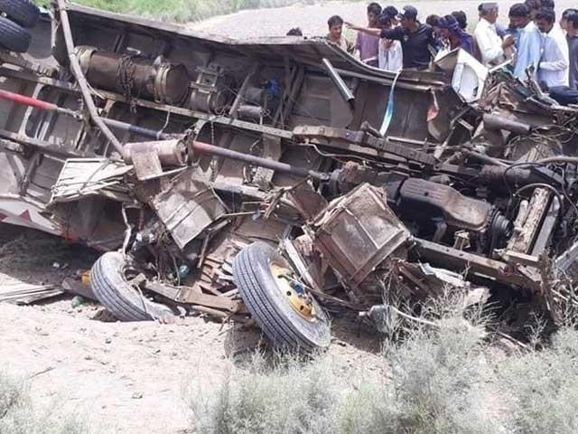 حادثے کا شکار فلائنگ کوچ تیمرگرہ سے براول جار ہی تھی۔ فوٹو:فائل