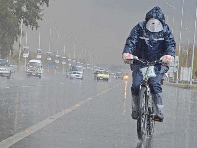 بارشوں کا نیا سلسلہ آج ملک میں داخل ہو رہا ہے جو ہفتے کے روز تک جاری رہے گا، محکمہ موسمیات۔ فوٹو:فائل