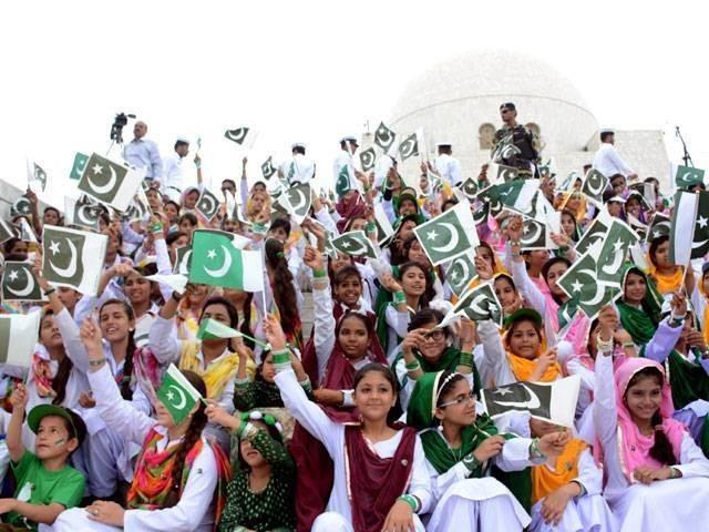 قوم کا یوم آزادی کو بطور یکجہتی کشمیر منانے کا عزم ۔ فوٹو : فائل