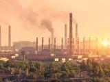 اوزون آلودگی میں رہنا پھیپھڑوں کیلیے اتنا ہی نقصان دہ ہے جو ایک پیکٹ سگریٹ مسلسل 29 برس پینے سے پہنچتا ہے (فوٹو: فائل)