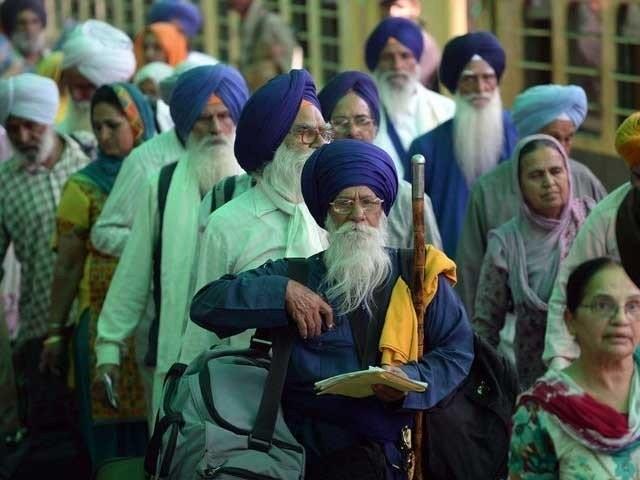 سکھ کمیونٹی نے کشمیریوں کے حق میں اور بھارت مخالف نعرے بازی بھی کی۔ فوٹو: فائل