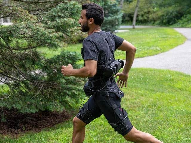 امریکی ماہرین نے روبوٹک نیکر بنائی ہے جو چلنے اور دوڑنے کی رفتار بڑھاتی ہے اور اس میں مشقت بھی کم لگتی ہے (فوٹو: نیوسائنٹسٹ)