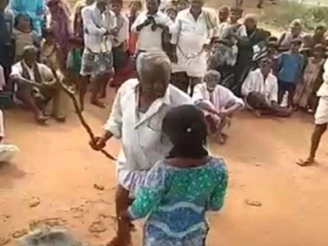 14 سالہ لڑکی اپنے کزن کے ساتھ شادی کے لیے گھر سے فرار ہوگئی تھی (فوٹو : بھارتی میڈیا)