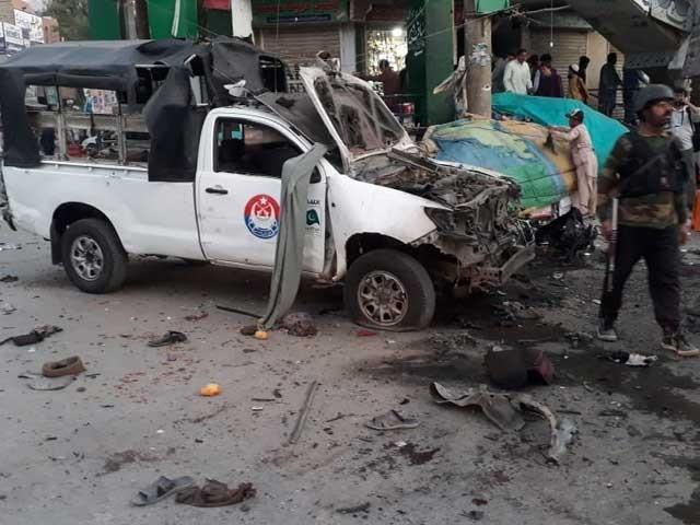 فورسز کی گاڑی بدر بریج کے قریب کھڑی تھی جسے  آئی ڈی دھماکے کے ذریعے نشانہ بنایا گیا، سیکیورٹی ذرائع (فوٹو :فائل)