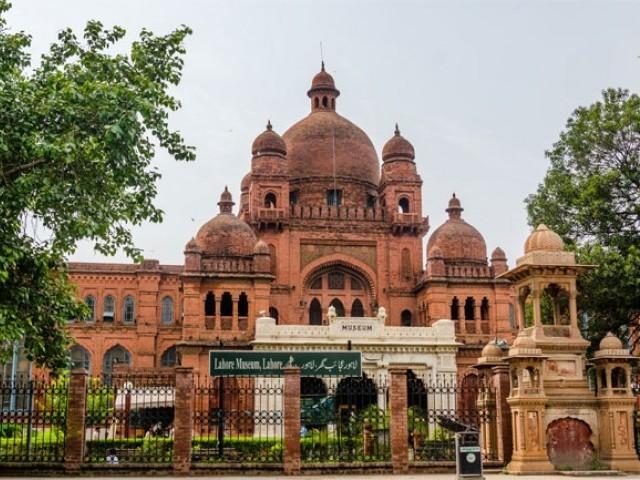 لاہور میوزیم میں سکھ عہد کی نوادرات کی تعداد کافی زیادہ ہے فوٹو: فائل