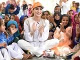 مہوش حیات پاکستان کے صوبہ سندھ کے غریب بچوں کی تعلیم کے لیے کوششیں کررہی ہیں، فوٹو پینی اپیل