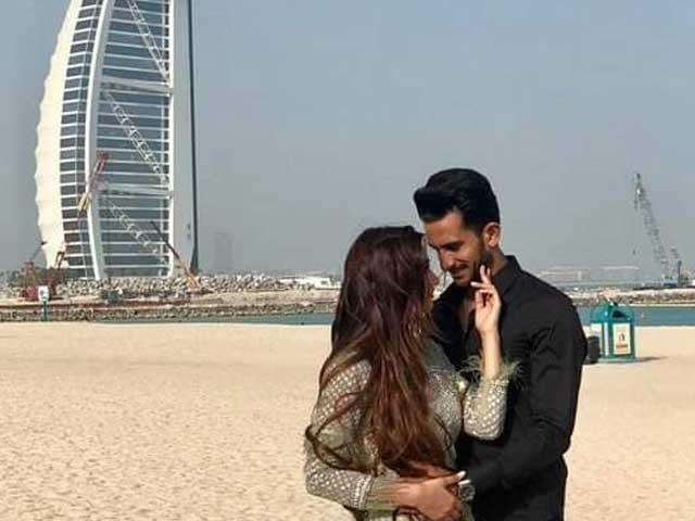 حسن علی  نے سامعہ کے ساتھ نکاح سے قبل برج العرب ہوٹل کے سامنے فوٹو شوٹ کروایا فوٹوایکسپریس