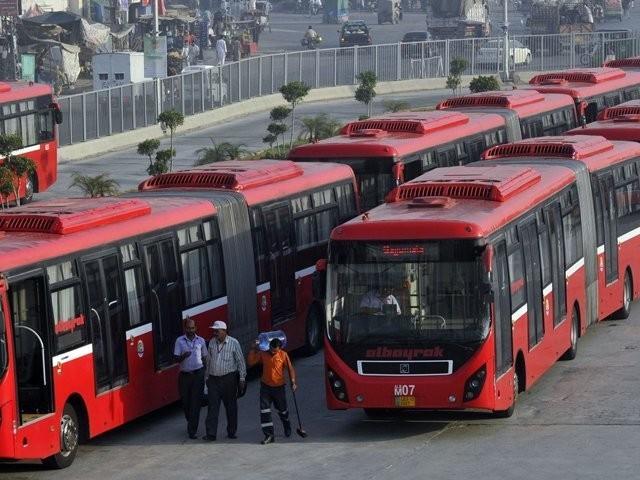 میٹروبس لاہور اور راولپنڈی کا کرایہ20روپے سے بڑھا کر 30روپے کر دیا گیا، فوٹو: فائل