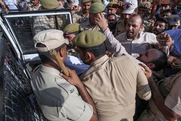 Kashmir protest in srinager 4