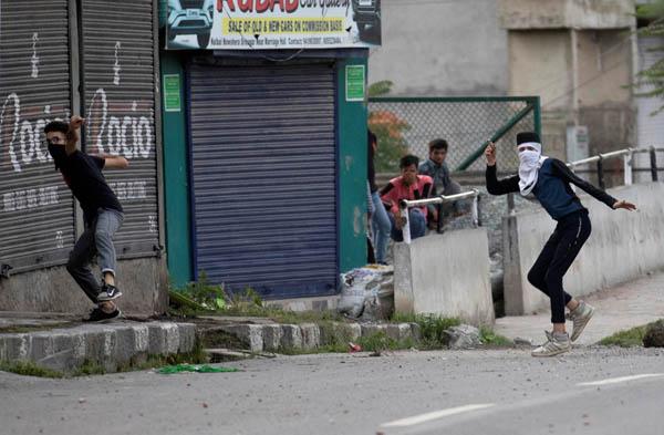 Kashmir protest in srinager 6