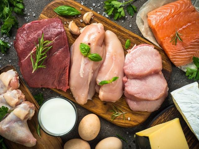 دماغی نشوونما کےلیے ''کولائن'' بہت ضروری غذائی جزو ہے جو صرف گوشت اور ڈیری مصنوعات میں ہی وافر پایا جاتا ہے۔ (فوٹو: انٹرنیٹ)