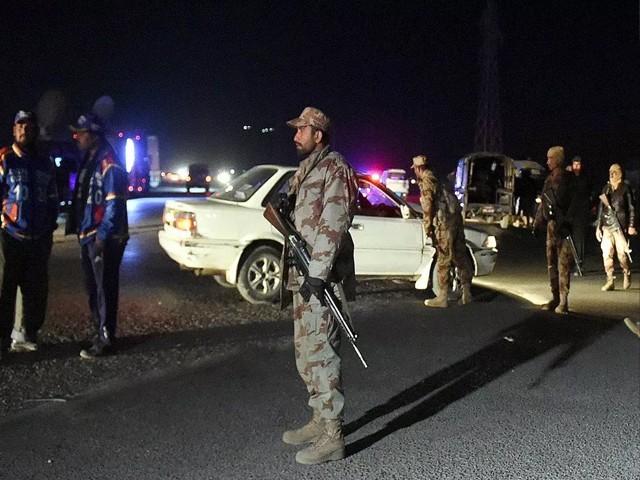 اطلاع ملنے پر امدادی ٹیمیں اور سیکورٹی فورسز کے اہلکارجائے دھماکا پر پہنچ گئے، فوٹو: فائل