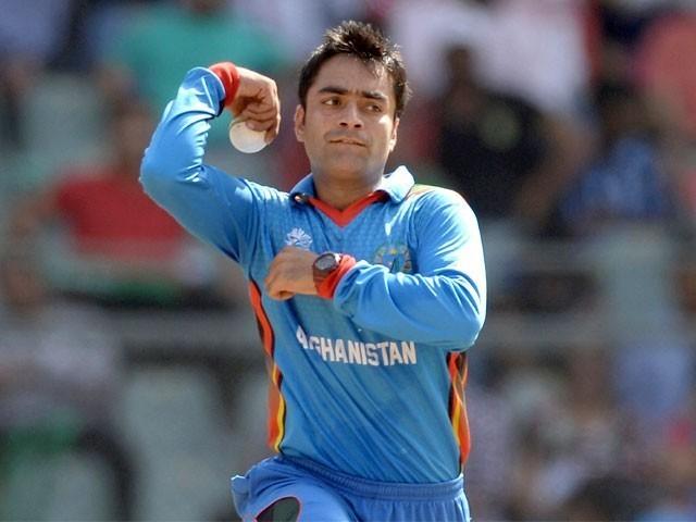 راشد خان نے بنگلادیش سے جاری واحد ٹیسٹ میں ایک اور اعزاز اپنے نام کرلیا۔ فوٹو: فائل